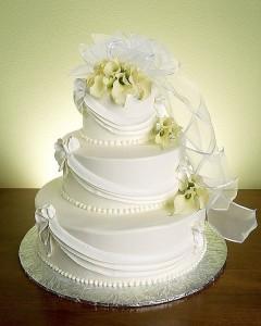 свадебный торт должен быть большой
