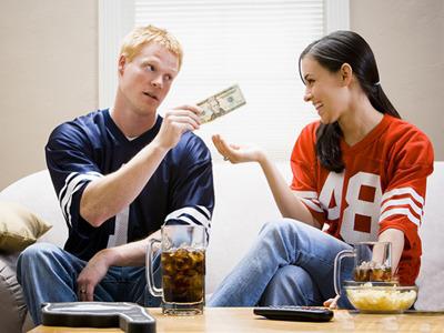 Кто из молодых должен распоряжаться деньгами?